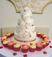 White Rose & Cupcake Wedding