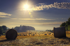 Bales and sun (AGB Photography) Tags: sun nikon farm harvest straw agriculture bales d7000 agbphotography yellowsunrays