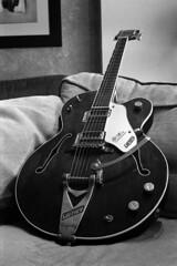 1966 Gretsch Chet Atkins Tennessean (beticoman) Tags: bw white black blanco vintage blackwhite kodak guitar tmax country negro blues 1966 developer 400 atkins canonet ql17 canonetql17 rockandroll chet tennessean