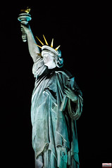 Paris by night, statue of liberty (Christian Picard) Tags: en paris france statue night de french liberty temple la photo yahoo google nikon photographie image expression images christian le liberté lumi nuit picard naturelle photographe lumiére savigny d90 2013 77176 lexpression