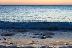 Sunset at the Beach (:: Blende 22 ::) Tags: longexposure light sunset sun color beach water canon sand wasser sonnenuntergang stones steine curacao sonne sonnenstrahlen farben bucht caribbian langzeitbelichtung sunligh karibik playaabou ef70200mmf4lisusm canoneosd canoneos5dmarkii dutchcaribbian