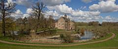 Waardenburg - Kasteel (Grotevriendelijkereus) Tags: holland castle netherlands town village nederland medieval moat dorp gracht kasteel gelderland waardenburg middeleeuws