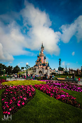 Summer in my castle (Jojo_VH) Tags: 2015 centralplaza chateaudelabelleauboisdormant dlp disneylandparis lightroom sleepingbeautycastle castle disney summer