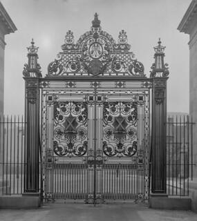 Gate to Holyrood Palace, Edinburgh 1922