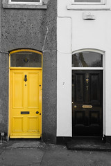 Y&B - Doors (Juergen Jauth) Tags: door ireland howth house black yellow nikon doors eingang haus number gelb tor tr schwarz entry d800 tren nummer