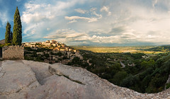 Gordes Panorama (Philipp Klinger Photography) Tags: trees houses light sunset shadow sky panorama cliff sun house france tree green nature rock clouds landscape evening town nikon frankreich rocks afternoon village pano hill cliffs paca hills valley cypress provence luberon gordes d800 vaucluse provencealpescôtedazur nikond800