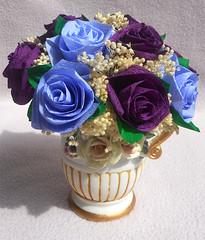 composizione floreale viola in vaso capo di monte