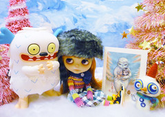 Sissy wanted to be cradled by the Abominable Yeti just like in the wonderful card from PetitChatGris/Nathalie......