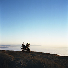 motorcycle (pelado.) Tags: 120 6x6 film marin pacificocean motorcycle mttamalpais yashicamat124g portra400