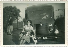 camionnette (desfemmesetdesvoitures@yahoo.fr) Tags: auto old woman cars car sedan vintage wagon mujer women femme voiture des coche dame et mujeres macchina coches femmes dona voitures cabriolet dames wagen desfemmesetdesvoitures