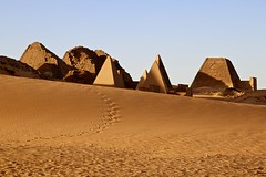 Day's End at Meroe (owilybug) Tags: canon canon5d pyramids nubian sudan sudanese travel travelphotography sunset lighting africa footprints