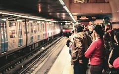 Lisbon Subway (Sascha Kilmer) Tags: city people portugal train canon subway eos waiting track metro lisbon stadt ubahn lissabon gleise warten ef50f14 450d