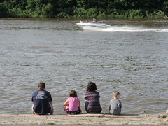 Family Watching The Boats (rabidscottsman) Tags: family water minnesota river boat weekend father sunday daughter mother son mississippiriver fathersday hastingsminnesota nikonflickraward scotthendersonphotography
