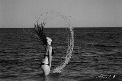 Avvistamento di sirena (Ciccipicci) Tags: sea woman black water beauty hair donna mare bikini acqua bianconero bellezza capelli schizzi