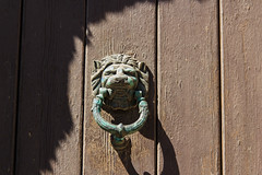 Lion (mrholle) Tags: door wood animal metal mammal europa europe timber lion technik kos insel greece grecia stuff architektur wildanimal material griechenland holz metall grèce gebäude tür lumber doorknocker tier tuer gebaeude löwe matter grc türklopfer dodecanese loewe pantheraleo säugetier saeugetier dodekanes dodecaneso wildtier dodekanisa tuerklopfer dodekanisos dodécanèse δωδεκάνησα κωσ dodekanisou inselgruppe δωδεκάνησοσ