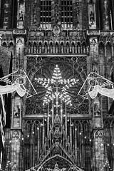 Cathdrale Notre Dame de Strasbourg (PiddiW) Tags: church architecture contrast blackwhite kathedrale notredame strasbourg cathdrale architektur strasburg schwarzweiss kontrast mnster symmetrie silverefex