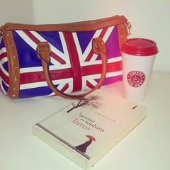 (roberta_scaim) Tags: inglaterra england bag books bolsa livros ameninaqueroubavalivros