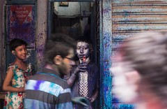 Rush in Holi (Hermaenos) Tags: street people color canon holi 6d vftw