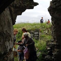 Tra immagini votive e candele alla scoperta della #Fortezza di #Lori #Armenia #LoriBerd