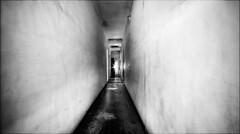 Présence (vedebe) Tags: decay abandonné city lumière ville rue street urbain urbex noiretblanc netb nb bw monochrome