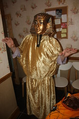 Dance like an Egyptian (Honnus) Tags: party halloween egypt egyptian pharoh