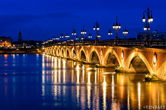 Bordeaux - Pont de Pierre on the Garonne River (Yen Baet) Tags: longexposure bridge france water stone reflections river french photography photo twilight europe coatofarms european cityscape arch dusk bordeaux medallion bluehour pontdepierre garonne emperor europeancity southwestfrance aquitaine gironde napoleonbonaparte avenuethiers nikond800 yenbaet labelleendormie pontdepierrebridge quartierdelabastide vision:night=0735 laperledaquitaine