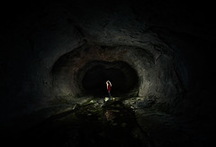 Nudo en la garganta (Ibai Acevedo) Tags: light luz stone underground darkness negro x nz cave nudo cueva piedra caverna garganta