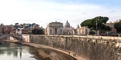 Le Vatican vu du Tibre