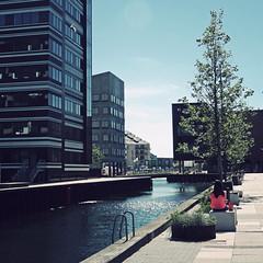 Copenhagen Summer (helle-belle) Tags: architecture copenhagen denmark cityscape candid sommer streetlife kanal danmark pinkshirt channel hangingout kbenhavn arkitektur 2013 canoneos5dmrkii