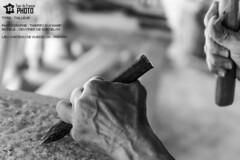TAILLEUR (photosenvrac) Tags: noiretblanc main travail chateaufort guedelon outil thierryduchamp guedelontourdefrancephoto