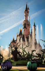 Mistress of the castle (Jojo_VH) Tags: 2015 dlp disneylandparis halloween itsgoodtobebad maleficent sleepingbeauty sleepingbeautycastle villain villains castle castlestage characters disney disneycharacter show