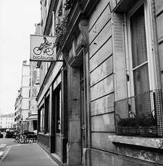 Bicycle Shop (Purple Field) Tags: street bw paris france 120 6x6 tlr film monochrome analog rolleiflex square alley kodak trix 400tx medium   f28  schneider kreuznach 80mm    28f  xenotar        stphotographia x