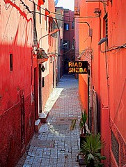 the red alley (mujepa) Tags: red rouge alley morocco maroc marrakech ruelle riad marrakesch redcity mygearandme