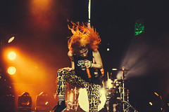 hayley williams (Breno Galtier) Tags: show orange braslia canon 50mm lights bokeh live redhead microphone f18 iguatemi paramore hayleywilliams paramorebrasil paramorebr vscofilm brenogaltier paramoresa paramorebsb