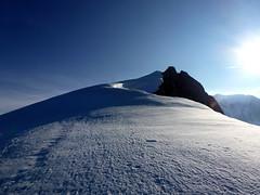 au Sommet du 1er Dôme de Miage, le 1er de la journée ... (twiga269 ॐ FEMEN #JeSuisCharlie) Tags: white mountain france alps les montagne alpes landscape crossing top glacier mount climbing mountaineering summit piton wilderness savoie montaña chamonix alpi 74 ascension montblanc borderline haute alpinisme onthetop montebianco dôme alpinism hautesavoie sommet ontheedge goûter aiguille 4002 traversée gipfel 4304 cumbre 4810m 4810 italiens 4052 4807 topofmountain cordée bionnassay lemontblanc 4807m aiguilledebionnassay dômedugoûter twiga269 ventiqueros 4052m 4304m pitondesitaliens 4002m