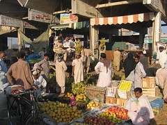 Fruit and vegetable market Multan No. 2 Mar 06 (DFAT photo library) Tags: pakistan food globalization crops trade marketsshops publiccontent