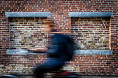 In motion. (Wakonda (Emilio Vaquer)) Tags: belgium bruges belgica flanders a77 sonya77 sal1650 sonydt1650mmf28ssm