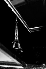 travers les toits de Paris (steff808) Tags: blackandwhite bw paris france blancoynegro night noche nikon noir