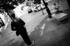 . ([ changó ]) Tags: madrid street people bw white black byn blanco person persona spain shot gente negro bn persone elder bianco nero spagna streetshot vecchietto wwwriccardoromanocom