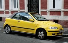 Fiat Punto cabriolet jaune (gueguette80 ... Définitivement non voyant) Tags: cars yellow jaune punto fiat convertible autos juillet amiens cabriolet 2015 italiennes