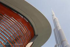 Opéra et la tour Burj Khalifa. (jmboyer) Tags: eau0099 dubai burjkhalifa ©jmboyer imagesgoogle photoyahoo photogéo lonely gettyimages picture travel voyage emirats emiratsarabesunis géo yahoo nationalgeographie canon6d photos eau