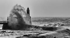 Le phare dans la tempête... (HimalAnda) Tags: france vendée tempête zeus storm vague phare wave lighthouse lessablesdolonne canoneos70d eos70d stéphanebon noiretblanc bw