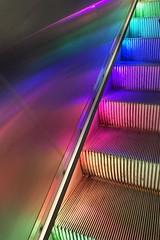 En rulltrappa som ger mig värme genom ljuset som symboliserar alla människors  lika värde. #FS170312 #varm #fotosondag #människorslikavärde #regnbåge #färg (ulricalyhnakis) Tags: fs170312 varm fotosondag människorslikavärde regnbåge färg