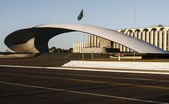 Praa Duque de Caxias - Braslia - DF (Roberto/) Tags: brazil braslia df oscarniemeyer exercito sigma1770mm canoneos40d robertorufino setormilitar
