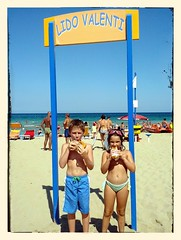 """Pausa al mare • <a style=""""font-size:0.8em;"""" href=""""https://www.flickr.com/photos/21727040@N00/9440006962/"""" target=""""_blank"""">View on Flickr</a>"""