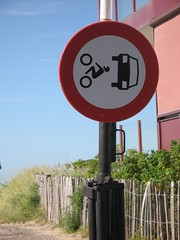 trafficsign / verkeersbord (Mattijsje) Tags: cars sign drive traffic no forbidden motor through prohibited bord raar verkeersbord verkeer motorvoertuigen