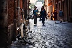 """Confidenze di una storia contorta ovvero """"Bicicletta molle"""" (sensdessusdessous) Tags: street roma canon eos bokeh 5d sampietrini bicicletta emozioni markiii sfuocato canoniani biciclettamolle"""