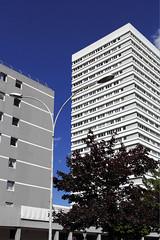Mons-en-Baroeul, architecture moderne (Ytierny) Tags: france vertical architecture tour moderne appartement nord immeuble lampadaire edifice bton monsenbaroeul zup flandre lotissement mtropolelilloise ytierny