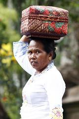 Bali5DBatukaru_20131024_0528 (bourjean29) Tags: bali indonesie kuningan odalan offrandes danseur batukaru crmoniereligieuse bourgeoisjean
