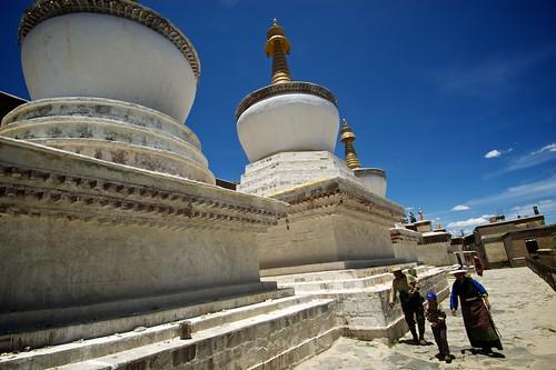 China: Tibet Autonomous Region - City of Shigatse (Rikaze) - Tashi Lhunpo Monastery's Amazing Buddhist Stupas